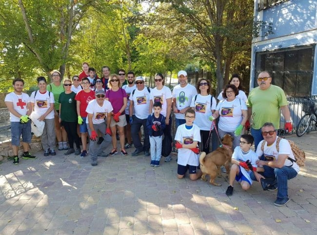 Una treintena de voluntarios se suman al World Cleanup Day